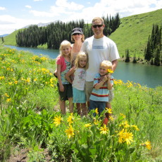 Meet the Sandy family: how you can lead an active lifestyle with your kids!